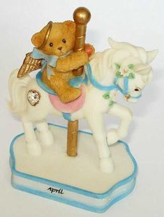 Heidi´s Cherished Teddies Galerie: MONTHLY CAROUSEL FIGURINE April (755257)