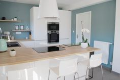 Awesome kitchen room are offered on our web pages. look at this and you wont be sorry you did. New Kitchen, Kitchen Decor, Decorating Kitchen, Awesome Kitchen, Küchen Design, House Design, Oval Room Blue, Design Scandinavian, Home Improvement Projects