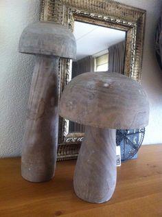 Robuuste houten paddestoelen mooi als decoratie