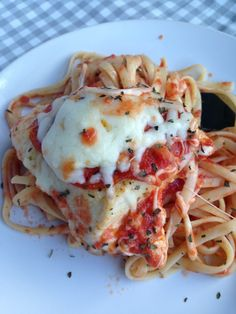 Chicken PIzziola with Pepperoni & Mozzerella and Pasta Entree Recipes, Cooking Recipes, Dinner Recipes, Chicken Recipes, Pasta Recipes, Yummy Recipes, Recipies, Holy Yum Chicken, Roman Food