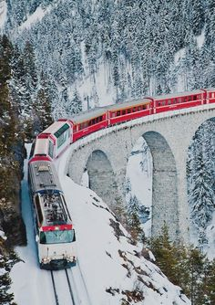 Swiss Railroad in the Alps Train Tracks, Train Rides, Glacier Express, Places To Travel, Places To See, U Bahn Station, Train Pictures, Train Journey, Winter Scenes