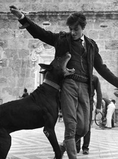 Alain Delon On the set of Il gattopardo. Alain Delon, Estilo Ivy, Beautiful Boys, Pretty Boys, Old Photos, Vintage Photos, All The Young Dudes, Old Money, The Secret History