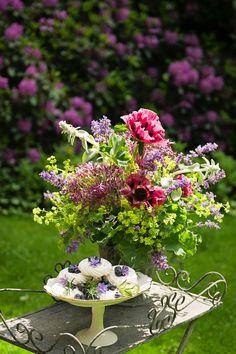 June Wedding Flowers at Swanton Morley House & Gardens | UK Wedding Venues Directory