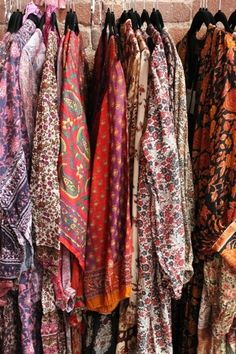 new ones & vintage Indian clothes, please >>> Katinka NYC (direct-trade-from-their-indian-friends) is one of our fave sources Vintage Hippie, Hippie Bohemian, Bohemian Style, Boho Chic, Style And Grace, My Style, Indian Outfits, Indian Clothes, Hippie Dresses