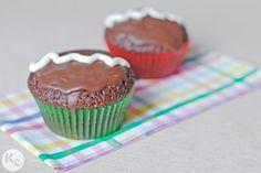 chocolate cupcakes. Recipe vía http://annies-eats.com/2008/08/30/chocolate-cupcakes-with-cream-filling/