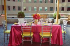 Fun summer wedding: yellow/pink/lemon.