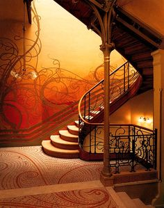 The Tassel Hotel (1893) : One of the most famous building Victor designed is The Tassel Hotel. This staircase is strongly inspired by Art Nouveau. I love this staircase because it has a lot of details and shows us many beautiful curves.