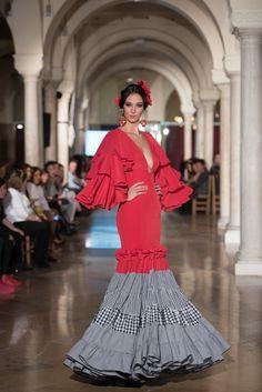 Manuela Martínez - We Love Flamenco 2018 - Sevilla Black White Red, Maje, Wearable Art, Costumes, Small Houses, San Jose, Stylish, Womens Fashion, Designers