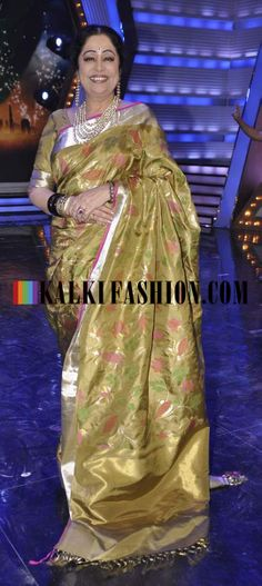 http://www.kalkifashion.com/ Kirron Kher as ever look charming in green banarasi saree on the set of India's Got Talent