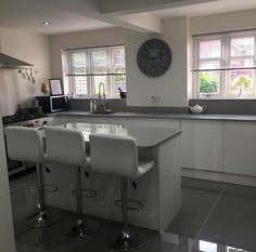 grey tiles / grey tops / white units with no handles