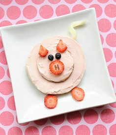 Want to get a little creative with your kids' food? We've rounded up the best ideas from cute-food expert Jill Dubien. Cute Snacks, Diy Snacks, Cute Food, Good Food, Funny Food, Animal Themed Food, Animal Snacks, Food Art For Kids, Cooking With Kids