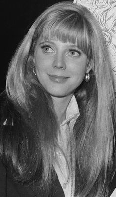 We love Blythe Danner as an actress and now we are loving these throwback photos of her looking just like daughter Gwyneth Paltrow, too! Blythe Danner, Golden Age Of Hollywood, Vintage Hollywood, Hollywood Glamour, Old Hollywood Actresses, Actors & Actresses, 70s Hair, Gwyneth Paltrow, Great Hair