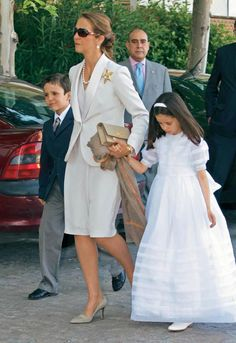 Communion of Frederica, Daughter of former Infanta Elena who is the eldest daughter of King Juan a Carlos and Queen Sofia Princess Letizia, Queen Letizia, Princess Diana, Casa Real, Spanish Royalty, Estilo Real, Spanish Royal Family, Royal Queen, Professional Image