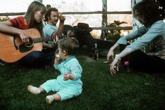 Joni Mitchell, David Crosby and Eric Clapton, Laurel Canyon 1968 Photo: Henry Diltz Beatles, Eric Clapton Guitar, Cheshire Cat Smile, It's All Happening, Best Guitar Players, Jackson Browne, Laurel Canyon, Iconic Photos, Bob Dylan