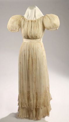 Wedding dress Worn by Mary Urquhart McRee (1823). Missouri History Museum #vintage #vintagefashion