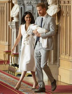 See the First Photos of Meghan Markle and Prince Harry with Their Royal Baby! markle mom See the First Photos of Meghan Markle and Prince Harry with Their Royal Baby! Prince Harry Et Meghan, Meghan Markle Prince Harry, Harry And Meghan, Meghan Markle Pics, Estilo Meghan Markle, Princesa Charlotte, Duke And Duchess, Duchess Of Cambridge, Prinz Harry Meghan Markle