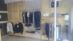 #vestilanatura #negozio #abbigliamento #ecosostenibile e #vegan #pallet #bancali #riciclocreativo #fashion