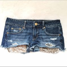 American Eagle Glitter Shorts Glitter pockets on American Eagle shorts. Never worn In excellent condition! Size 4. Super cute! American Eagle Outfitters Jeans