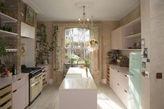 Pink kitchen cabinets, exposed brick and raw wooden shutters. The cabinets aren't the only thing that's pink in this Victorian home in London. It also has a pink concrete extension! Click the linkinbio to see all the pictures Feng Shui, Pink Kitchen Cabinets, Room Kitchen, Design Apartment, Dream Apartment, Attic Apartment, Wooden Shutters, Victorian Homes, Victorian London