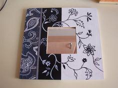 Espejos malma ikea   Aprender manualidades es facilisimo.com Mirror Mosaic, Mirror Art, Clock Craft, Frame Crafts, Malm, Ikea, Painting On Wood, Picture Frames, Decoupage