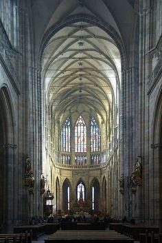 聖ヴィート大聖堂:中世の空気で満ちた千年の歴史を誇る百塔の街 プラハ