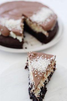 Bounty Chocolate, Chocolate Cake, Danish Dessert, Great Recipes, Favorite Recipes, Cake Cookies, Yummy Cakes, Just Desserts, Food Inspiration