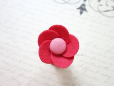 This trendy lapel flower adds a perfect touch to any attire for both dapper men and chic ladies. Each petal is cut by hand with great attention to detail and sewn to perfection, making it a lasting fashion accessory. Color : coral Style : anemone Materials : wool felt, linen covered button