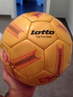 Pallone lotto giallo