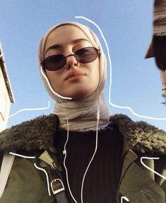 épinglé par ❃❀CM❁✿⊱ - Male Tutorial and Ideas Modern Hijab Fashion, Street Hijab Fashion, Muslim Fashion, Fashion Outfits, Stylish Hijab, Casual Hijab Outfit, Hijab Chic, Hijab Fashionista, Hijabi Girl