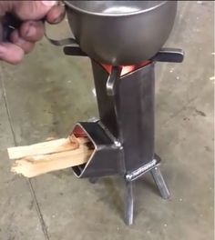 Rocket Stove Design, Diy Rocket Stove, Rocket Stoves, Welding Art Projects, Metal Projects, Survival Stove, Stoves Cookers, Bamboo Lamp, Multi Fuel Stove