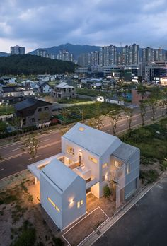 Image 1 of 40 from gallery of Yangsan Eorinjip / Architects Group RAUM. Photograph by Yoon Joonhwan Japan Architecture, Minimalist Architecture, Residential Architecture, Interior Architecture, Facade Design, Exterior Design, House Design, Building Structure, Building A House