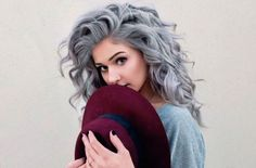 Looking for some hair color inspiration for your new hairstyle? Look at these silvery hair ideas that take the fashion world by storm. Look at these stunning ideas for silver hair! Silver hair (or. Grey Curly Hair, Curly Hair Styles, Long Curly, Blonde Hair, Silver Hair Styles, White Hair, Grey Hair Young, Ashy Hair, Grey Hair Styles For Women
