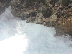 Ombak bawah karang pantai jogan
