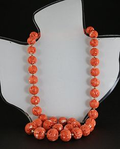A CORAL BEAD AND GOLD NECKLACE