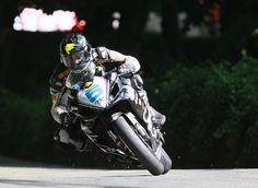 TAS Suzuki's Bruce Anstey on his way to victory in the second Relentless Supersport TT in 2008