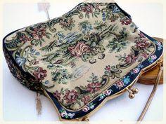 Petit sac à main en TAPISSERIE et peinture émaillée - AMOUREUX - La MARQUISE