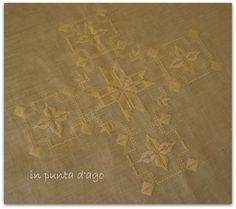 di Bruna Gubbini     dal IV libro del Punto Antico     su lino riviera dei Fratelli Graziano giallo     con ilRitorto Fiorentino 12 Anc...