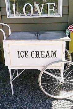 DECORATION: vintage ice cream cart!