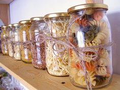 Prosty sposób na kolorowe słoiki  #dekoracja #kuchnia #DIY   Foto: Kasia Skalska