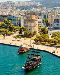 ______________ ________________ ⭐Photo 📸 by ➡️ __________… Beautiful World, Beautiful Places, Greece Holiday, Tall Ships, Greece Travel, Places To See, The Good Place, Tourism, Around The Worlds