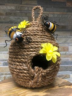 How to Make a Beehive -DIY - I've had this Beehive project on my to-do list for quite some time and I finally got around to do - Bee Crafts, Diy And Crafts, Crafts For Kids, Arts And Crafts, Creative Crafts, Homemade Fabric Softener, Bee Skep, Bee Hives, Creation Deco