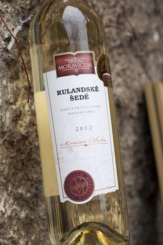 Bílé víno - Rulandské šedé Pozdní sběr - Vinum Moravicum a.s. Drinks, Bottle, Rose, Drinking, Beverages, Pink, Flask, Drink, Roses