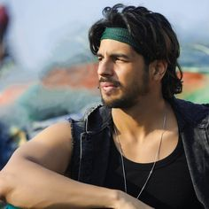 New still from Marjavaan on Sidharth Malhotra birthday. Indian Bollywood Actors, Bollywood Stars, Bollywood Actress, Handsome Faces, Handsome Boys, Siddharth Malothra, Pretty Lyrics, Ek Villain, Cute Profile Pictures