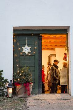 Advent in der Kellergasse Advent, Garage Doors, Outdoor Decor, Home Decor, Backdrops, Basement, Wine, Decoration Home, Room Decor