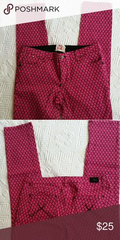 CHOR SKINNY JEANS CHOR SKINNY JEANS,  5pocket pink with black honeycomb design. Button &zipper closure. 98%cotton  2%spandex. CHOR Jeans Skinny