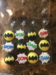 Batman cupcakes Batman Cupcakes, Fondant Cupcakes, Cute Cupcakes, Cupcake Cakes, 4th Birthday Cakes, Batman Birthday, Boy Birthday, Birthday Parties, Birthday Ideas