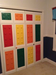 You will be overwhelmed by these 17 awesome boys' bedroom Lego pictures! These Lego room ideas fuse Star Wars, cool colors, wall painting ideas, and even Lego Bedroom Decor, Room Design Bedroom, Bedroom Storage, Kids Bedroom, Boy Bedrooms, Kids Rooms, Storage Design, Storage Ideas, Lego Storage