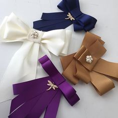 Co sao so mi Diy Ribbon, Ribbon Crafts, Ribbon Bows, Faux Col, Diy And Crafts, Arts And Crafts, Women Bow Tie, Fabric Bows, Fabric Jewelry