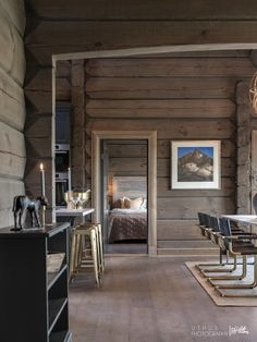 Nyoppført lekker hytte med flott og attraktiv beliggenhet.   FINN.no Farmhouse Games, Earthy Home Decor, Modern Rustic Homes, Cabin In The Woods, Cabin Interiors, Modern Kitchen Design, Living Room Inspiration, Log Homes, Cheap Home Decor