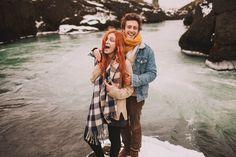 Photo de couple dans une rivière d'Islande par Jérémy Boyer photographe mariage.